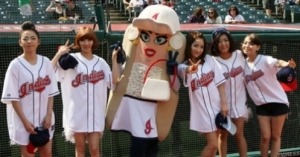 The Wonder Girls pose with Miss Onion of the Cleveland Indians hot dog racers.